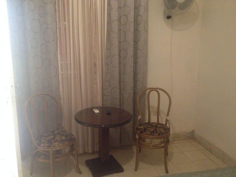 Mesa del cuarto