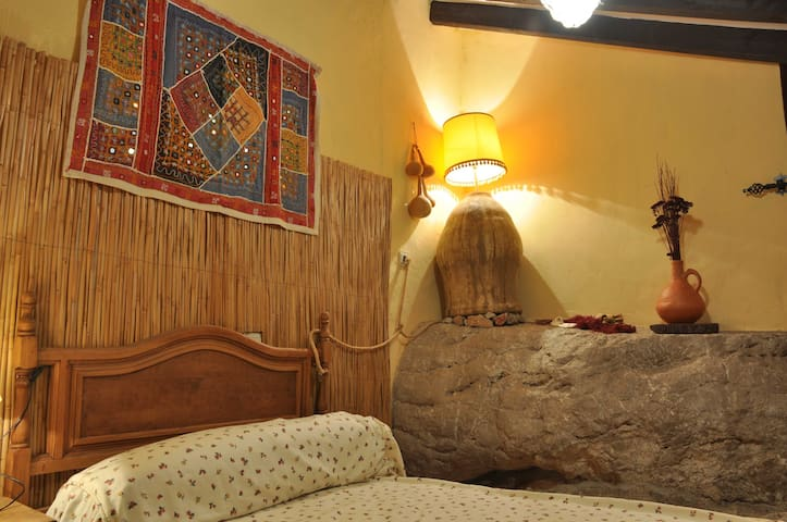 Charming Twin Bedroom In Comares - Comares