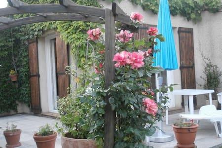 Maison de plein pieds avec jardin - Manosque