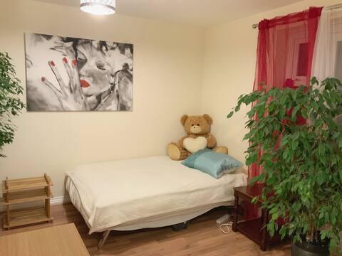 Large ground floor room in Cambourne