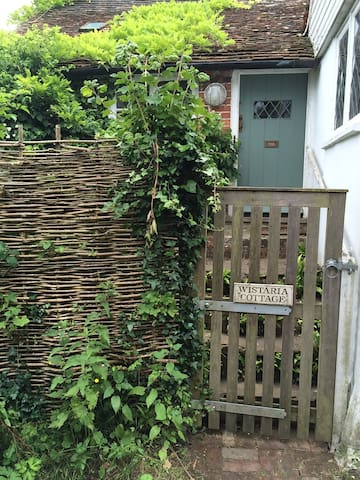 Quirky, stylish 300 year old cottage hidden in Rye - East Sussex - Casa