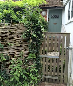 Quirky, stylish 300 year old cottage hidden in Rye - East Sussex - Hus