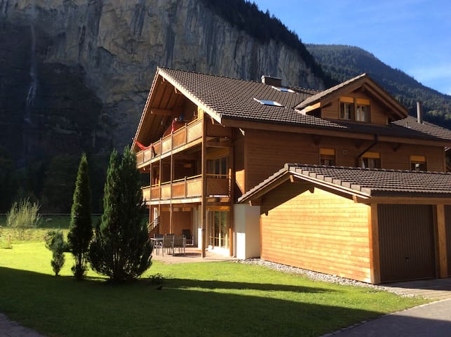 Modern loft apartment.  Sleeps 6 - Lauterbrunnen - Apartamento