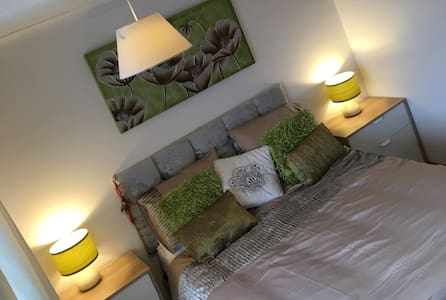 Kingsize room with ensuite in village location