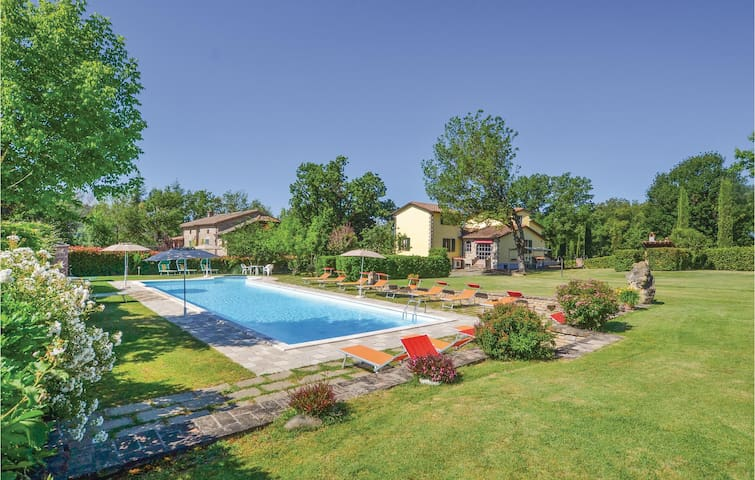 Holiday cottage with 7 bedrooms on 365m² in Citerna (PG)