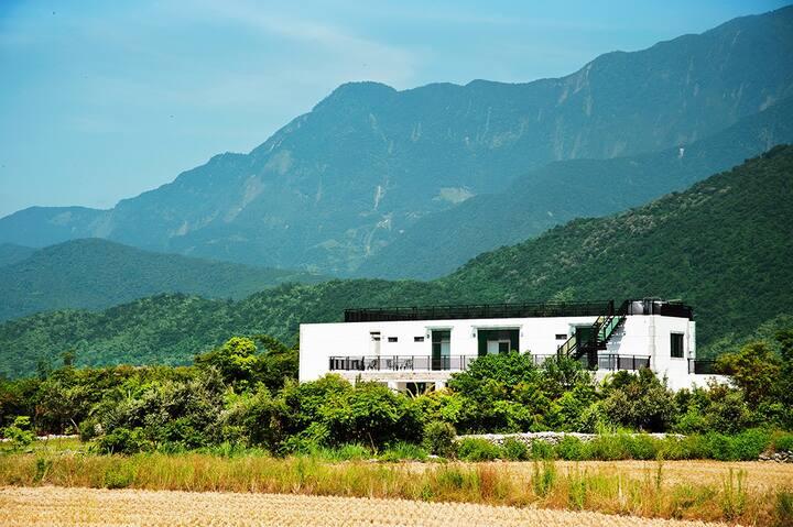 近郊莊園別墅1F包層2房2衛1廳住8人,享花東田園山景,悠閒渡假慢活