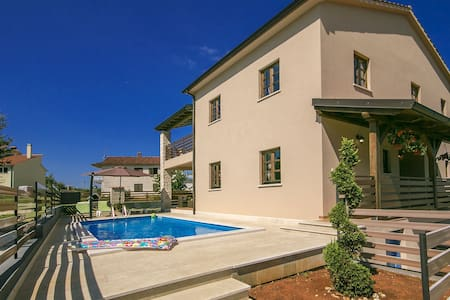 Villa Kate with swimming pool - Pazin - Vila
