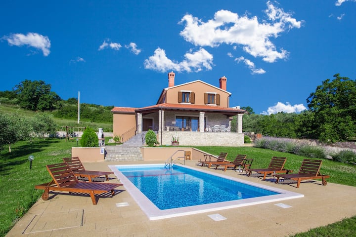 Delightful Villa Fiore Spinovci with stunning view