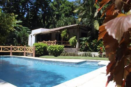 Casa Mombiela   (a 10 minutos de Irtra Retalhuleu)