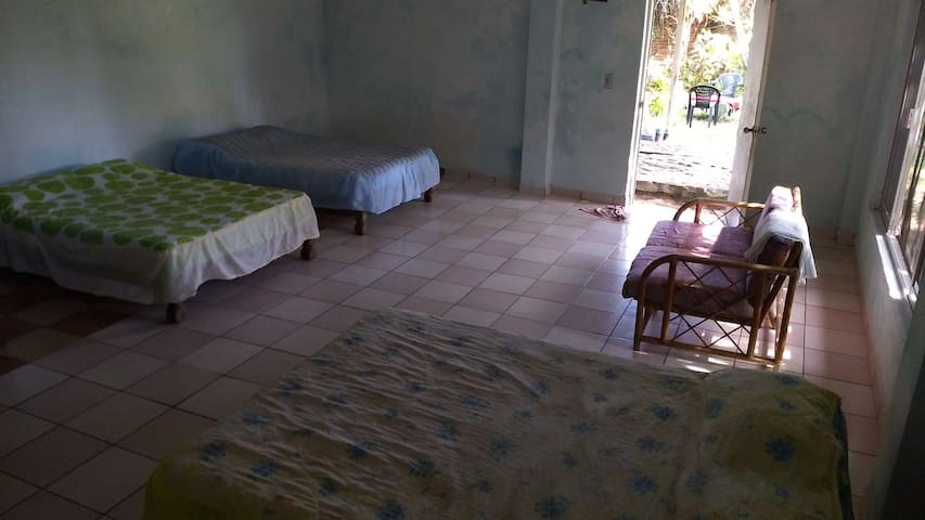 Cuarto familiar en Playa Azul con alberca incluida