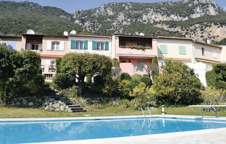 Terraced house with 3 bedrooms on 110m² in Tourrettes sur Loup