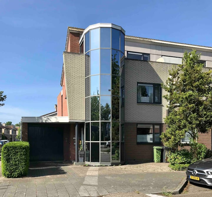 Spacious house: Amsterdam, Zaandam, Volendam.