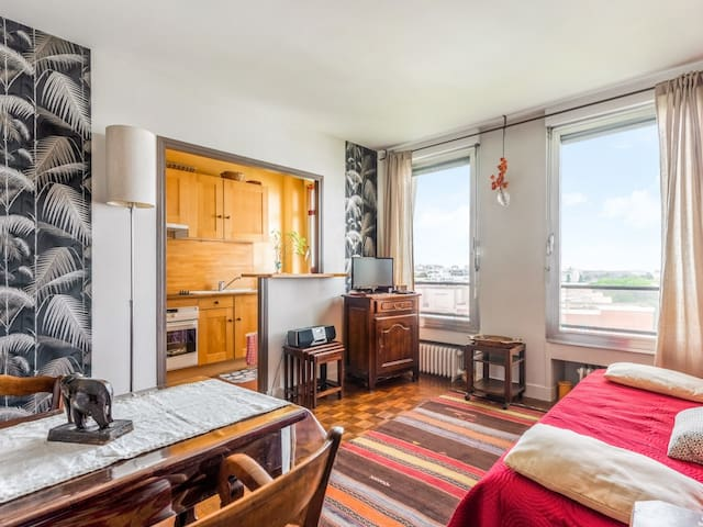 Large studio in the heart of Paris - W378