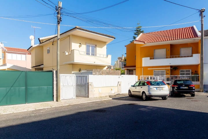 House with 2 bedrooms in Parede, with enclosed garden and WiFi