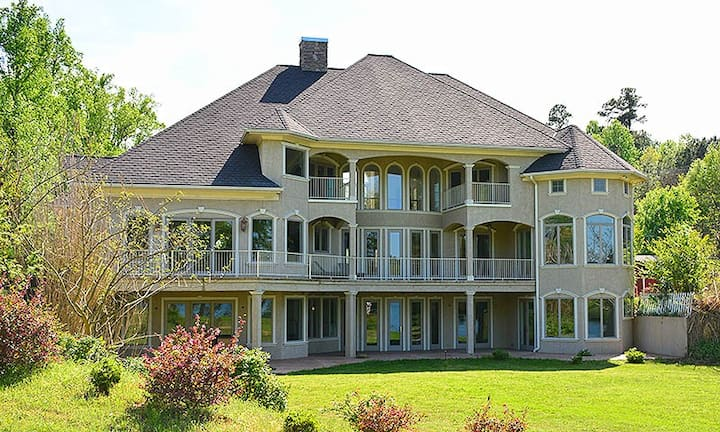5BR/6.5BA Luxury Lakeside Estate, Dock,  Multiple Private Suites with Views!