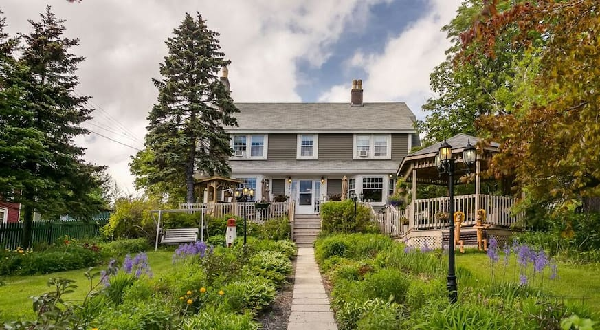 A BACCALIEU TRAIL FINE DINING / BED AND BREAKFAST - Carbonear - Bed & Breakfast