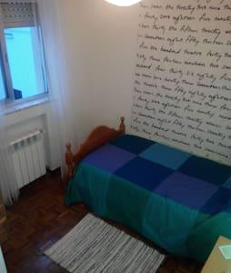 Nice room near center/cheerful flat - Apartment