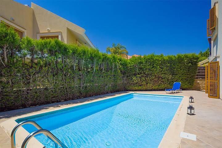 3b Beach House - private pool, sauna, tennis court - Limassol - Hus