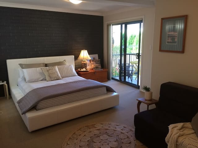 Comfy Lake Retreat - Belmont South - Huis