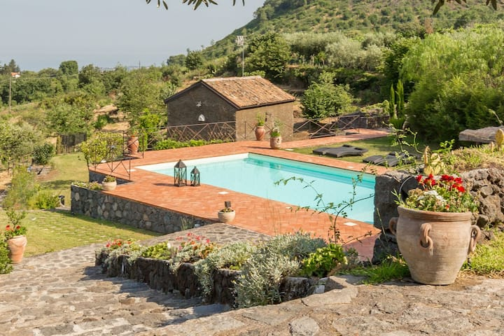 Il Palmento, country dwelling with swimming pool
