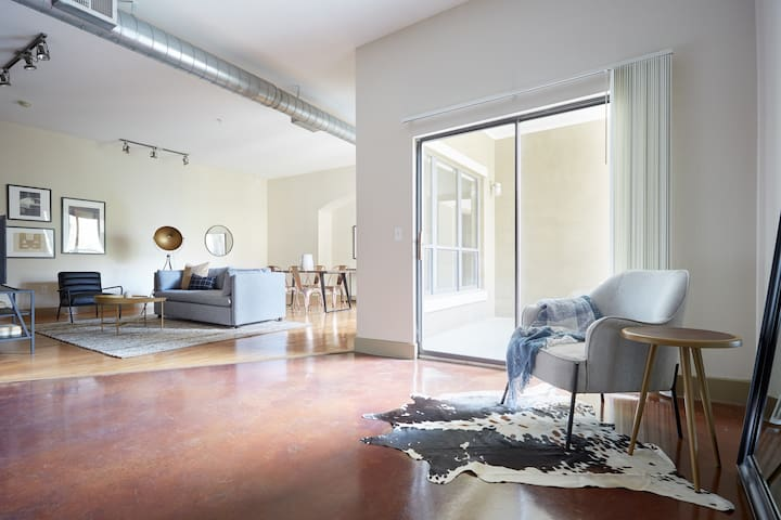 Sonder | Downtown Houston | Bright 2BR + Balcony