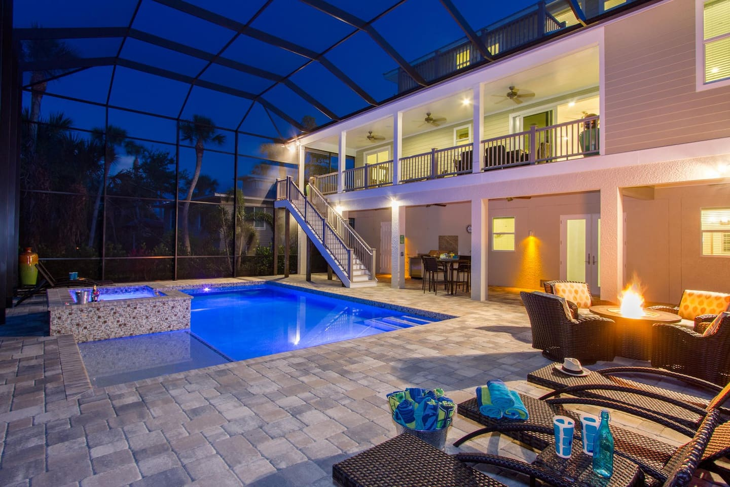 Endless Summer Across The Street From Fort Myers Beach With Pool Jacuzzi Elevator