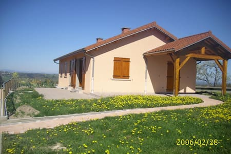 Maison avec vue sur la chaine des Dômes - Courpière - Haus