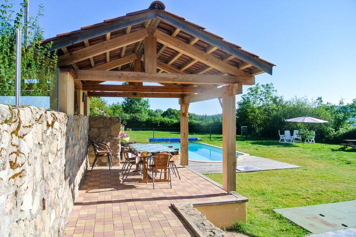 Lovely Holiday Home in Lavoine with Pool