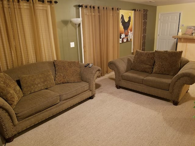 basement apt, own entrance, COMPLETELY PVT 1200sft