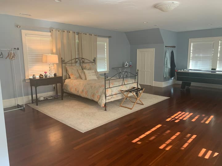 Country setting, easy access Cambridge/Boston