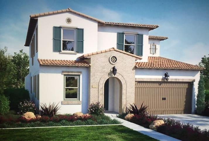 洛杉矶菩提小院-超大主卧,租半年降价30%。包家具、水电煤气上网、不包消耗品。