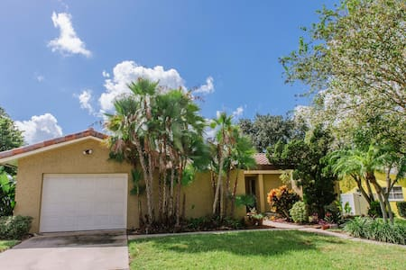 Great Spanish Style Villa Getaway - Seminole - Huis
