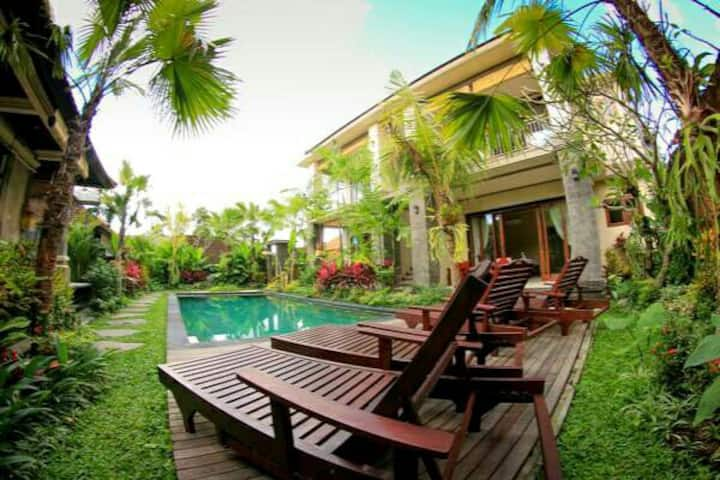 #1 Cahyatika B&B Ubud Superior Double Pool View