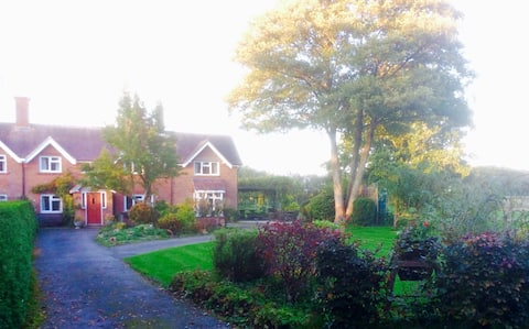 Single room in cottage near Wimborne and beaches
