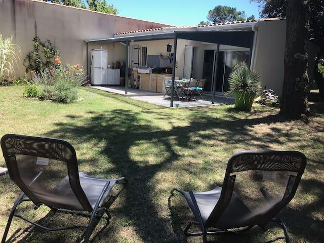 Maison cosy et son jardin clos