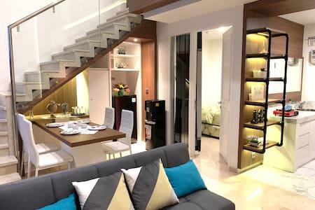 Grande Luxurious Art Deco Penthouse with Jacuzzi