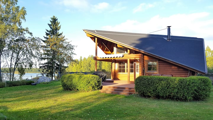 Villa Lövsund - well equipped lodge by the seaside