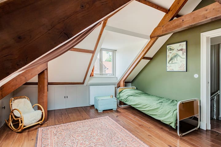 4th bedroom (attic) with single bed.