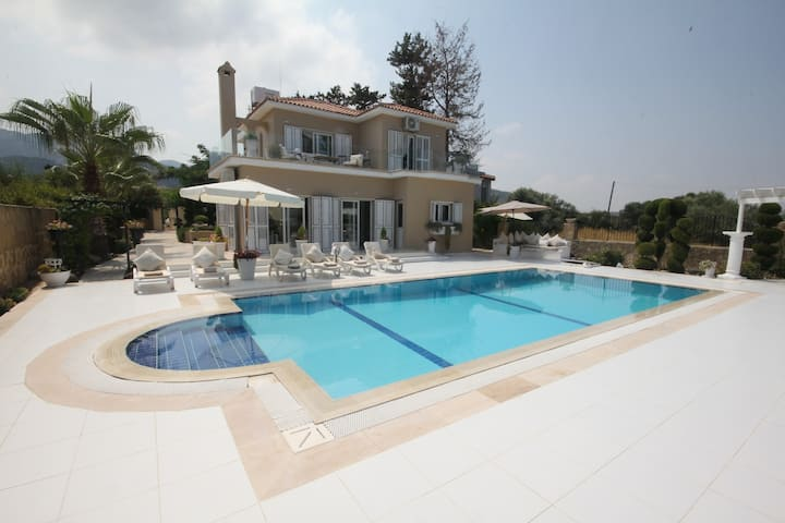 Villa Akile Luxury Villa with Private pool