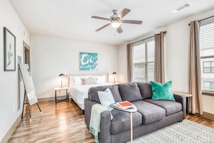 Kasa | Houston | Studio Apartment in Westchase District