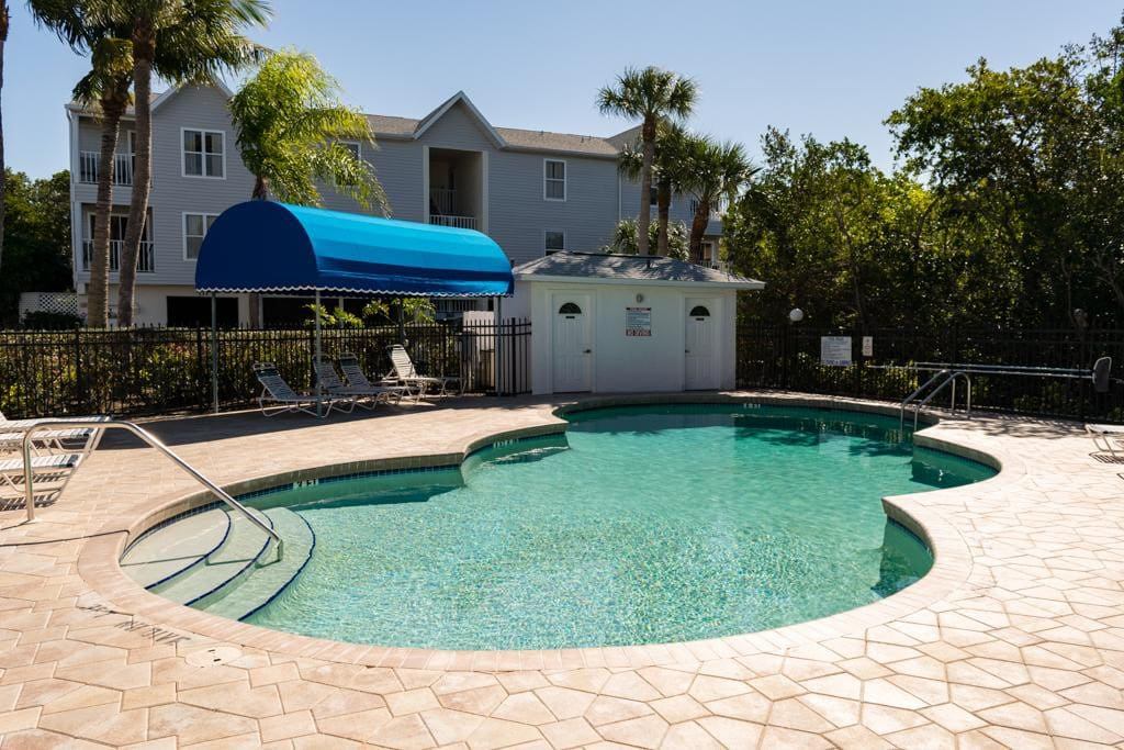 Cove At Sandy Pointe 210 - Image 1