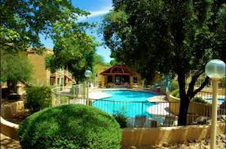 Cozy Desert Studio with access to Pools - Tucson - Apartemen