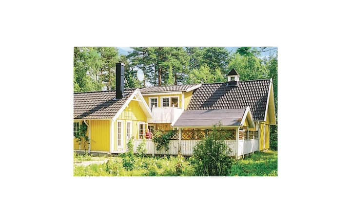 Nice home in Köpingsvik with Sauna and 4 Bedrooms