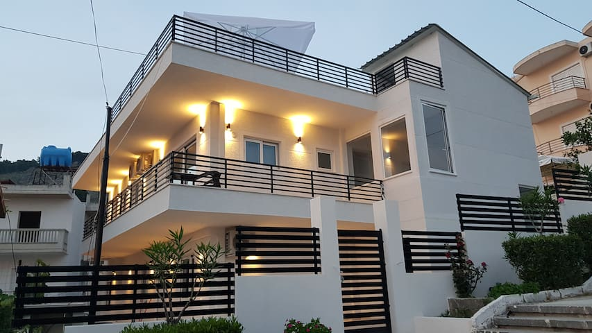 Villa GEM with panoramic seaview, rooftop and BBQ