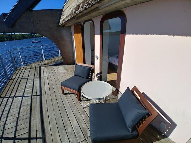 Suite panoramique sur l'eau et terrasse privative