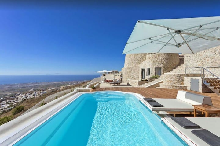 Beautiful villa in Santorini****