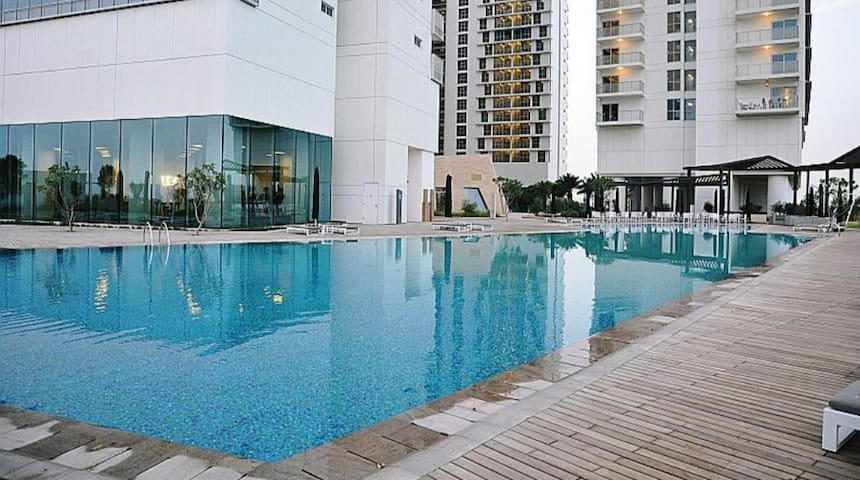 Perfect 1 bdm apartment central to all attractions