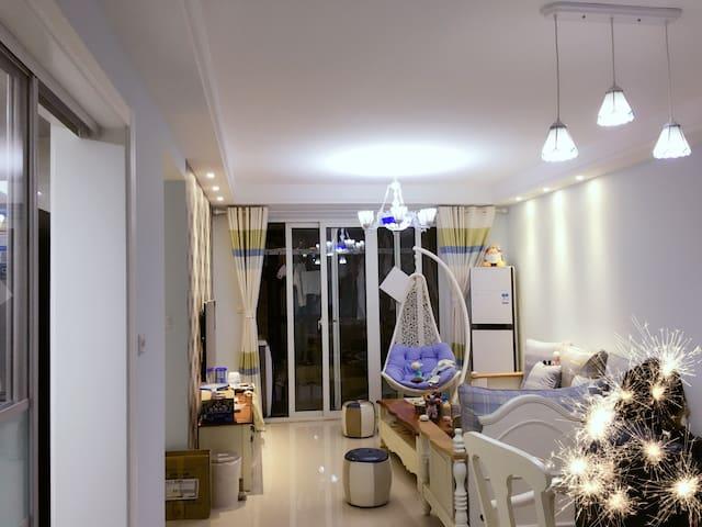 温馨美式独立房间+地中海客厅+温暖房东