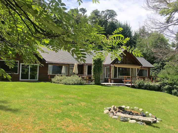 Casa con vista al Lago en VLA, Muy Completa!