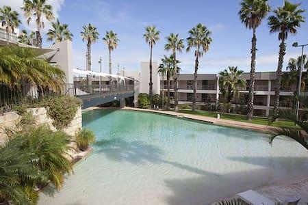 Beachfront apartment- luxury resort - Scarborough - Wohnung